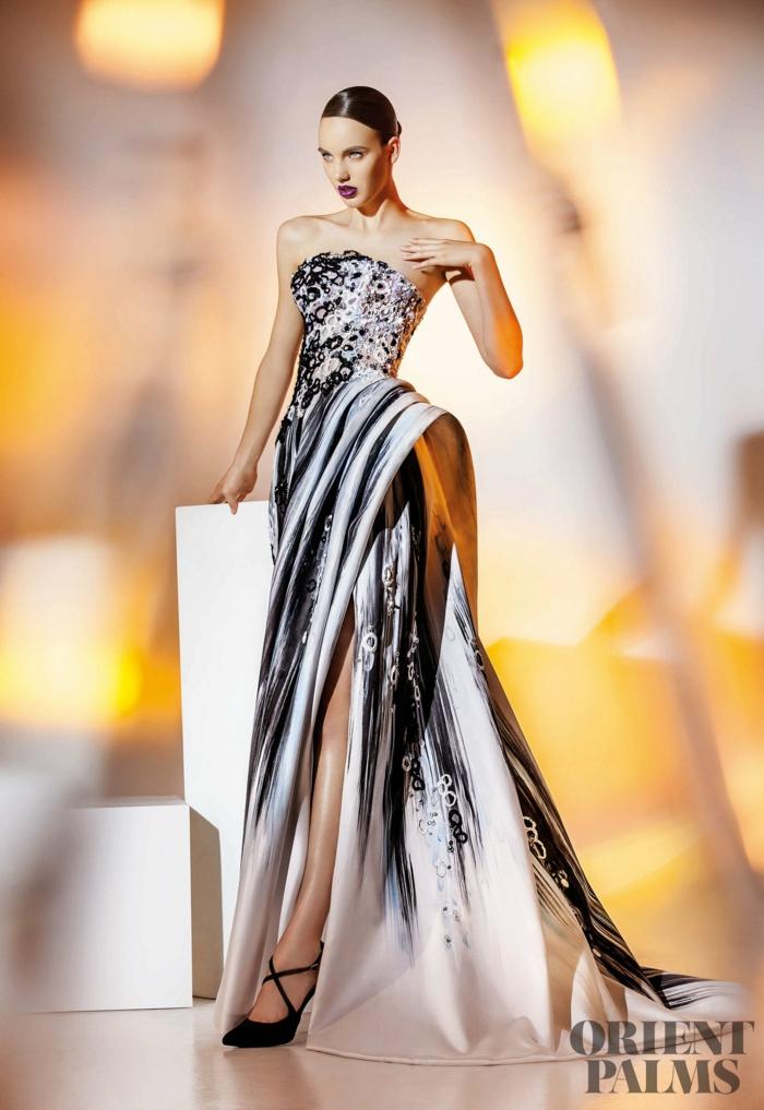 Bodenlanges Abendkleid mit Schleppe und Schlitz in Schwarz und Weiß, trägerloses Kleid mit Perlen verziert