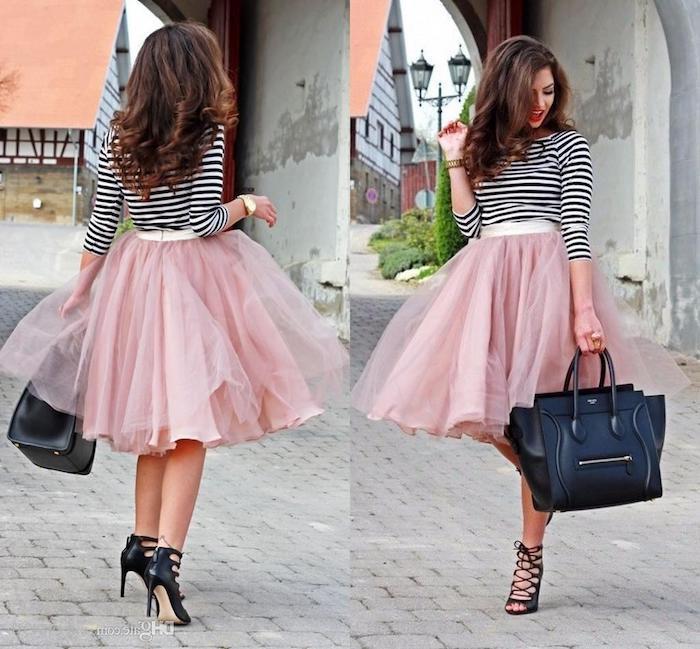 tutu rock damen rosa rock schwarz weiße bluse schwarze sandalen und tasche armbanduhr lockige haare roter lippenstift