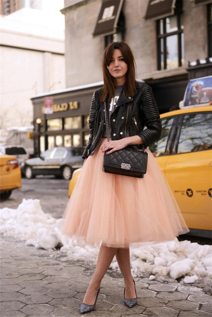 tutu rock damen rosa tutu schwarze lederjacke tasche new york foto auf der straße im winter schnee schneefall