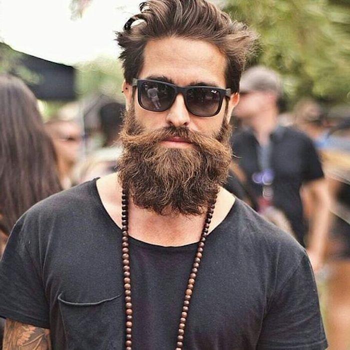 bart färben hausmittel braune bartfarbe selber gestalten kreativer mann cooler stil brille halskette trendy haarstyle