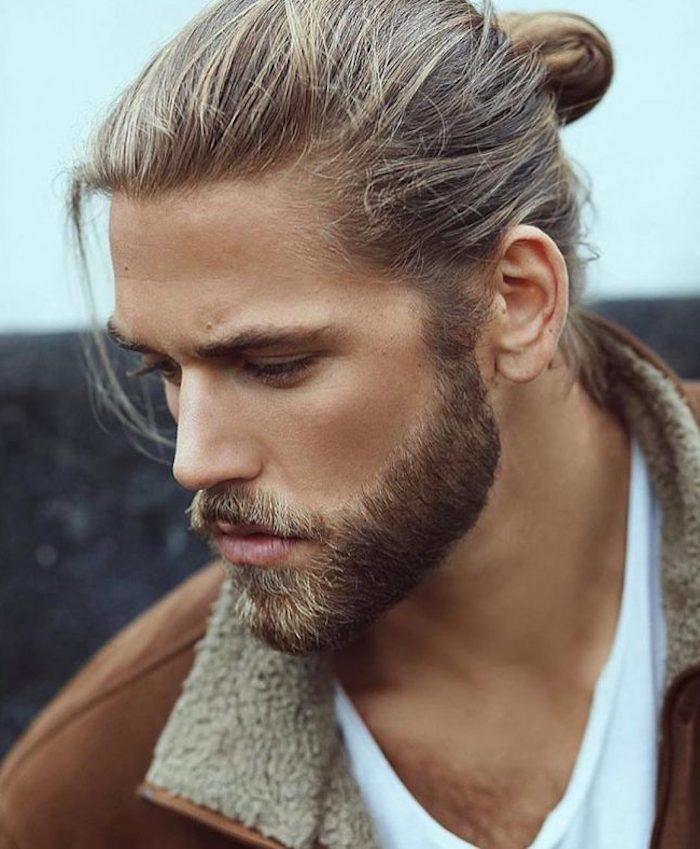bartfarbe blond zum braun werden barthaare blondieren bartpflege braune jacke mit flauschigen elementen
