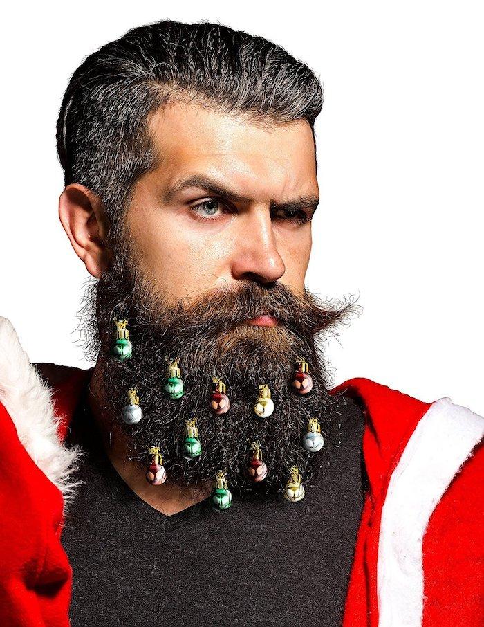 haare färben männer farbe und deko für den bart weihnachtsbälle grün golden rot langer bart