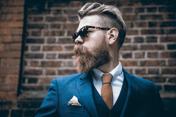 bart grau färben bartfarbe dunkelblond bart blondieren hipster look trendy blauer anzug brille für männer