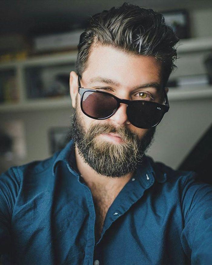 bartfarbe hellbraun mit blonden strähnen idee brille schwarze brille mann model schönes foto