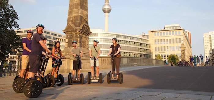beliebteste reiseziele in europa und deutschlandweit berlin eine stadtrundfahrt mit segway moderne leute jugendlichen