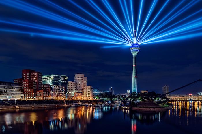 beliebteste urlaubsziele magische augenblicke in düsseldorf eine faszinierende deutsche stadt am abend beleuchtung