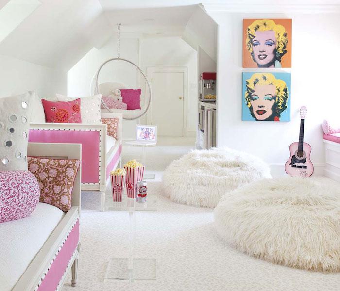 jugendzimmer ideen in weiß wieder marilyn monroe bilder auf der wand kreative kunst ideen sofas und flauschige sessel erholungsecke nach dem langen tag einer teenagerin