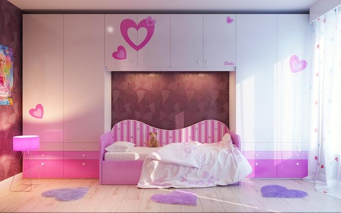 jugendzimmer ideen für mädchen teenager rosa lila herzen dekorationen über dem bett schränke boden teppiche klein in form von herz