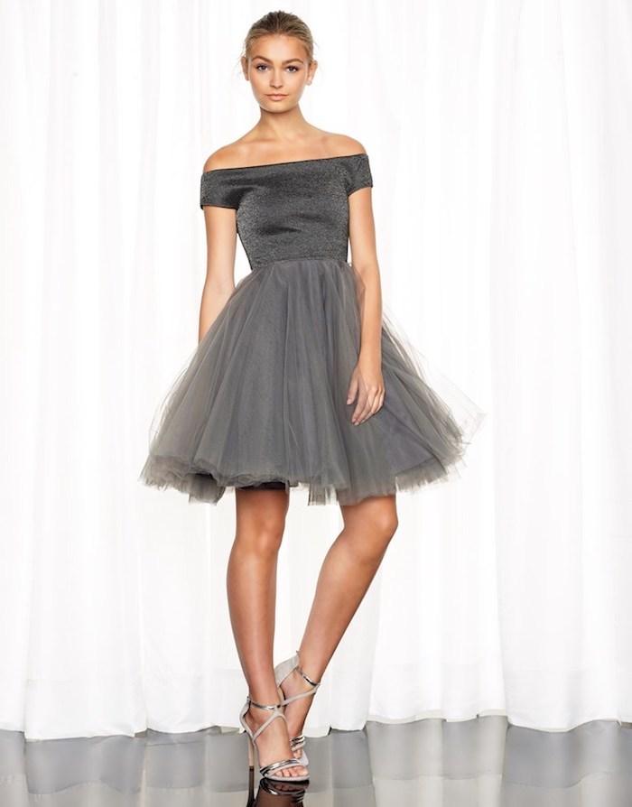tutu rock graues outfit kann auch ganz trendy und auffällig aussehen schöne model sandalen gebundene haare