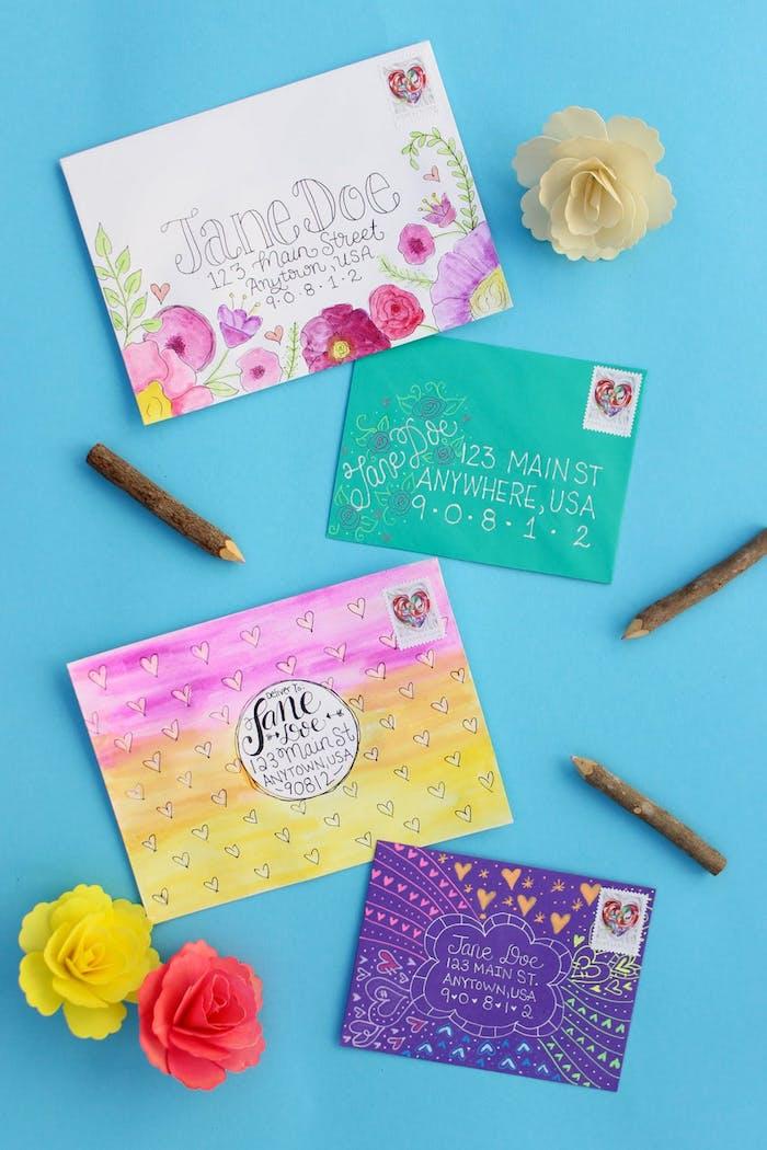 vier Briefumschläge Designs, mit Bleistiften verschönert - Briefumschlag falten