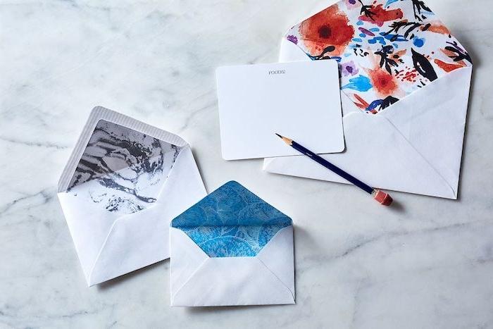 Briefumschlag falten - drei Briefe - zwei kleine und ein großer mit Wasserfarbe dekoriert