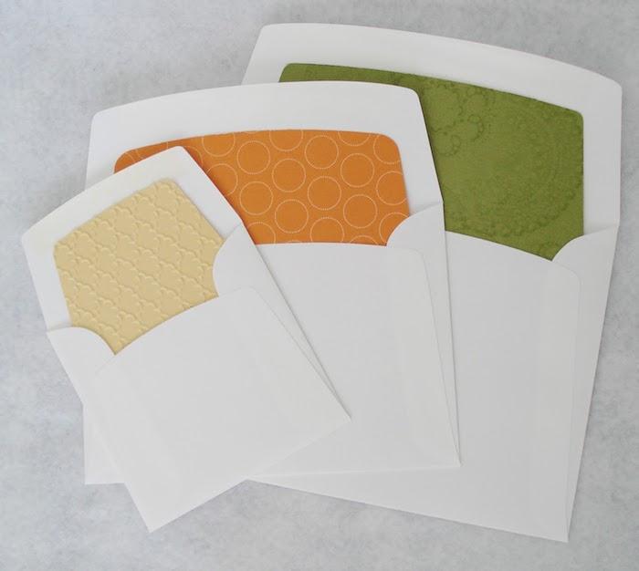Briefumschlag selber machen - drei weiße Umschläge mit verschiedenen bunten Motiven