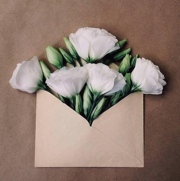 Briefumschlag selber machen - ein perfektes Muttertagsgeschenk mit weißen Blumen