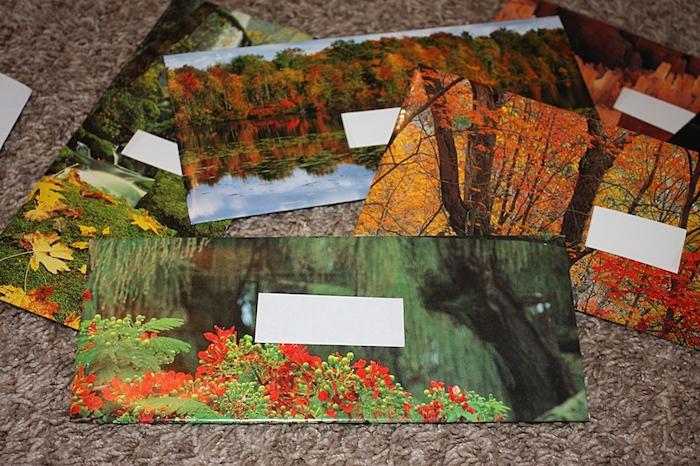 fünf Briefumschläge aus den Blättern eines Kalenders gefaltet - Briefumschlag selber machen