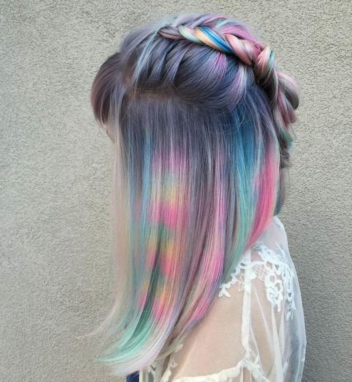 bunte haarfarben, lange bob frisur, graue haare mit pastellfarbenen highlights