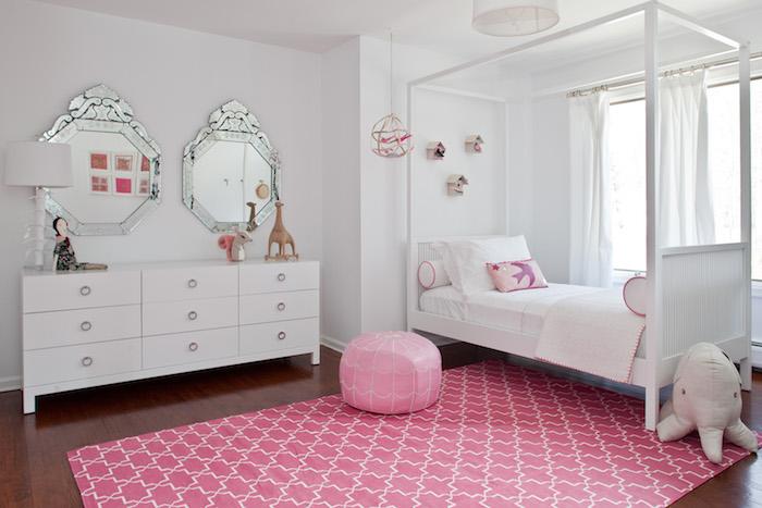 Jugendzimmer Mädchen teenager zimmer rosa teppich und bodenkissen schönes weiß-rosa interieur