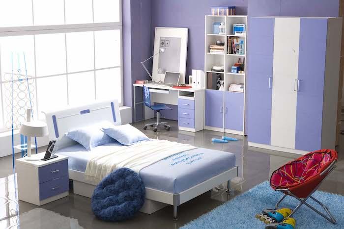 jugendzimmermöbel ideen in blau und lila eine schöne kombination doppelbett kleiderschrank schreibtisch nachtschrank am bett bodenkissen sessel lesesessel