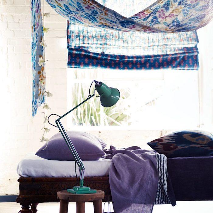 kinderzimmer komplett gestalten elemente an den möbeln und dekorationen fensterdeko ideen stehlampe türkis farbe