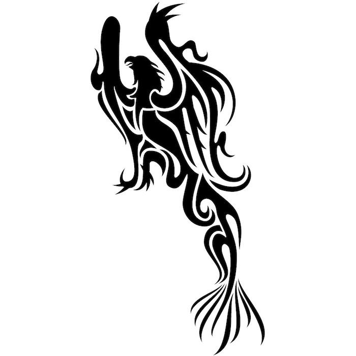 ein tattoo mit einem großen schwarzen phönix mit zwei schwarzen flügeln mit schwarzen federn