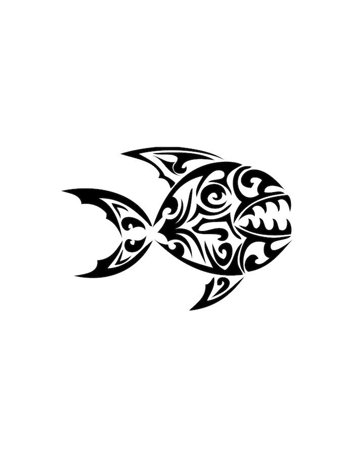 maorie tattoo mit einem großen schwarzen fisch mit weißen augen und maori tattoo motiven