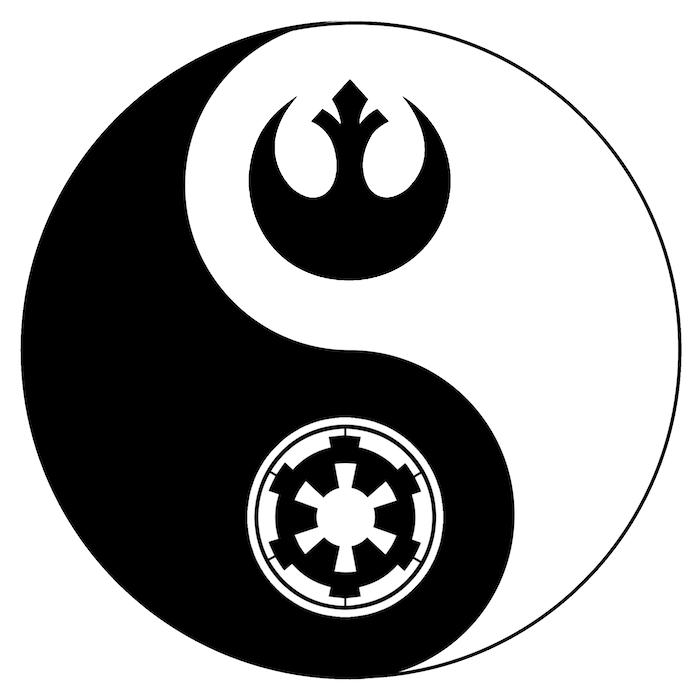 yin und yang - idee für einen schwarz-weißem star wars tattoo mit zwei star wars logos - mit einem schwarzen und einem weißen star wars raumschiff
