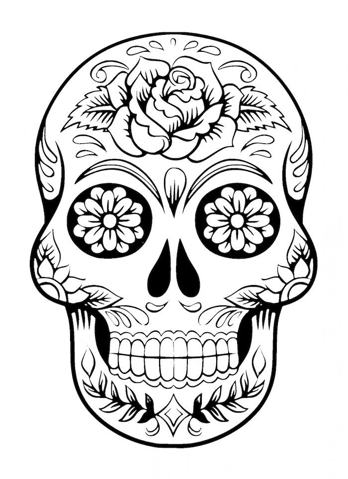 weißer mexikanischer totenkopf tattoo mit einer rose und weißen blumen und blättern - totenkopf mit rosen tattoo