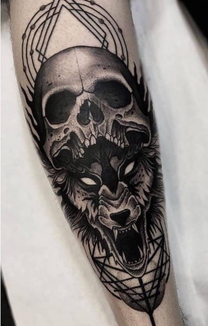 eine hand mit einem totenkopf tattoo - ein großer schwarzer wolf mit weißen augen und ein totenkopf