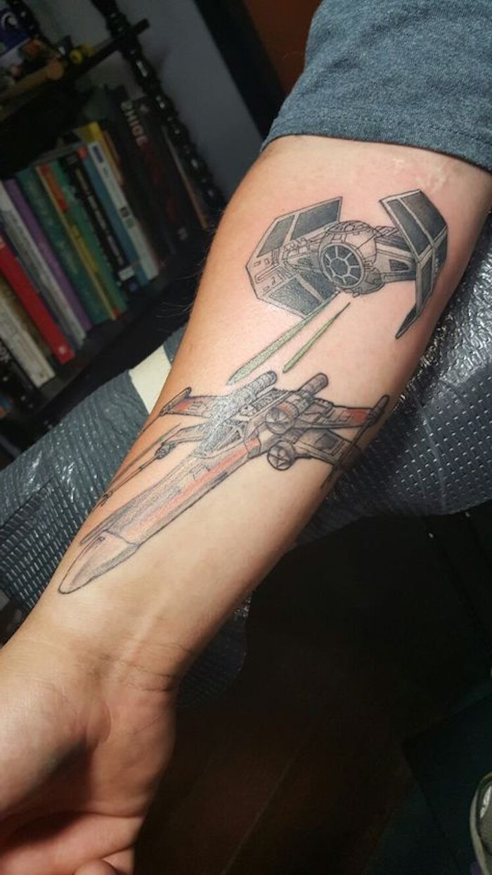 idee für einen großen star wars tattoo mit zwei fliegenden star wars raumschiffen