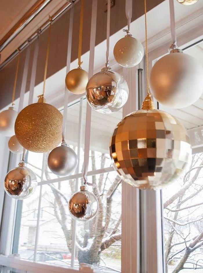 weihnachtliche deko goldene weihnachtskugel ideen leuchtende dekorationen glänzend ideen