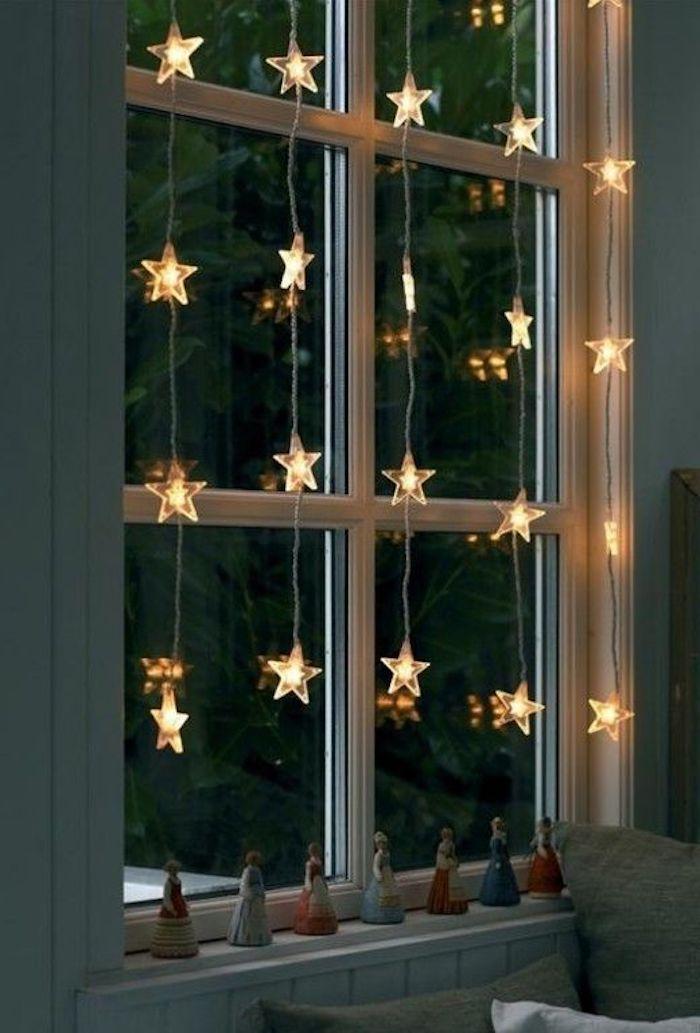 weihnachtliche deko sterne licht an dem fenster dezentes licht bringt romantische und warme atmosphäre zu hause