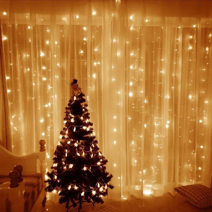 weihnachtsfensterdeko leuchtende lichtketten dezentes licht im zimmer weihnachtsbaum deko ideen
