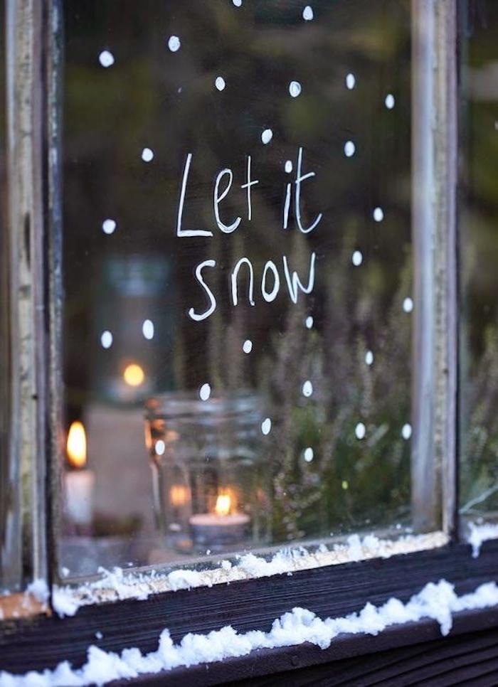 weihnachtsfensterdeko idee schnee schneien außen kerzen am fenster dezentes licht dekoideen