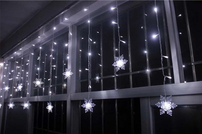 weihnachtsfensterdeko lichter schneeflocken oder sterne womit wird das zuhause dekoriert deko ideen