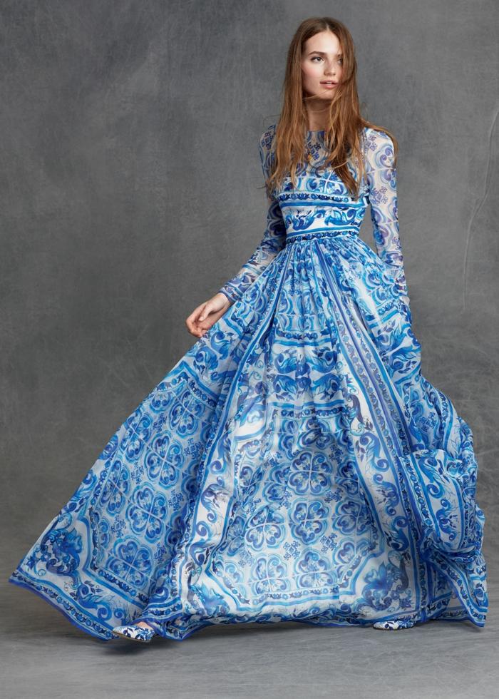 Bodenlanges Kleid in Blau und Weiß, mit langen Ärmeln, locker fallend, elegantes A-Linien Kleid