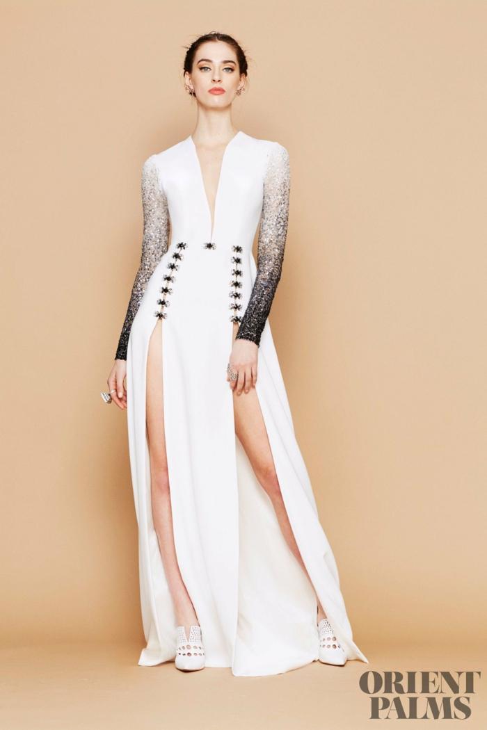 Bodenlanges weißes Kleid mit zwei Schlitzen, lange Glitzerärmel und V-Ausschnitt, Silvester Outfit