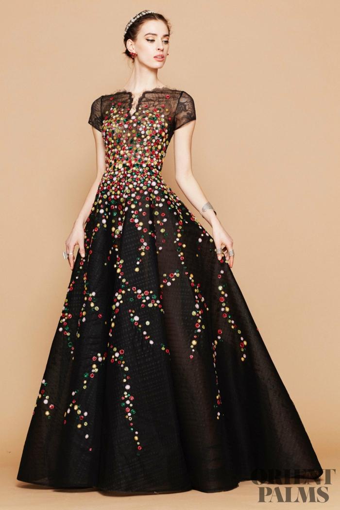 Schwarzes Abendkleid mit weitem Rock und Spitzen-Oberteil, mit bunten Perlen verziert, bodenlanges Kleid mit kurzen Ärmeln