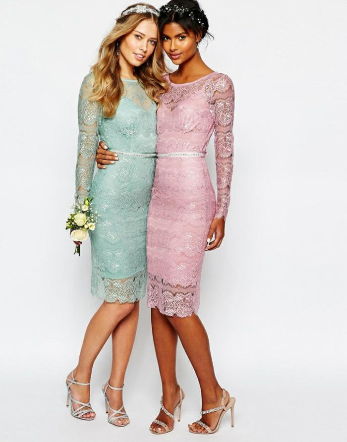 Spitzenkleider mit langen Ärmeln in zarten Pastelltönen, silberne High Heels, Outfits für Brautjungfern