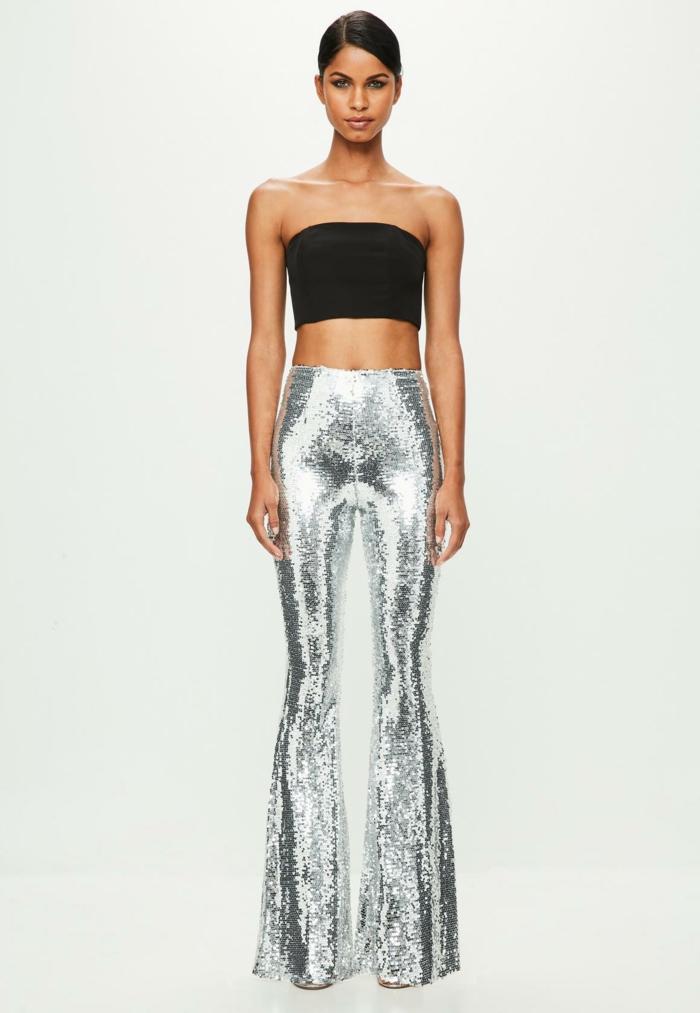 das perfekte Outfit für eine Freinesfeier - bauchfreies schulterfreies schwarzes Oberteil, kombiniert mit silbernen Latex-Hosen im Charleston-Stil mit breiten Hosebeinen