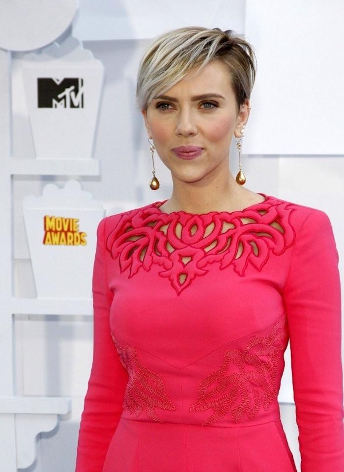 Scarlett Johansson auf MTV Movie Awards mit einer schönen Kurzhaarfrisur - Kurze Haare stylen