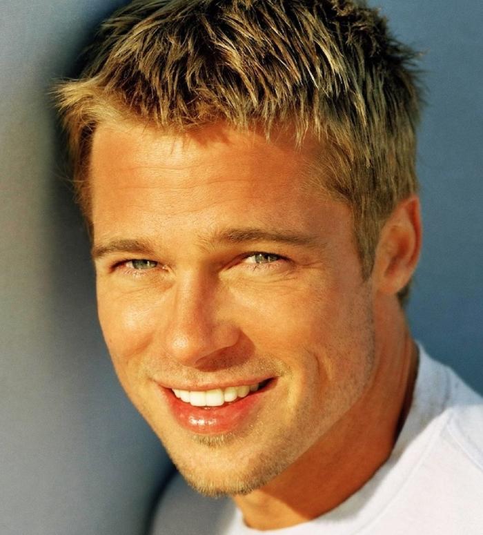 Brad Pitt mit seiner perfekten Frisur von blondem Haar - Frisuren für kurze Haare