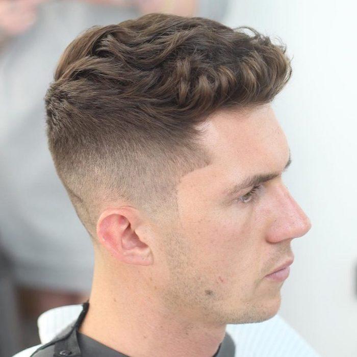 Frisuren für kurze Haare - helle Farbe von Undercut Frisur - ein junger Mann