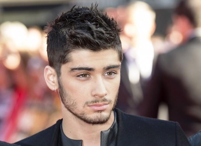 Frisuren für kurzes Haar - Zayn mit gestyltem kurzem Haar und eine schwarze Jacke
