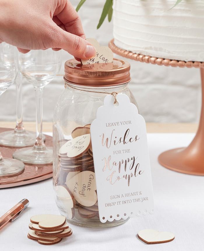 Tolle Alternative zum klassischen Hochzeitsgästebuch, kleine Holzherzen mit Botschaften in Einmachglas