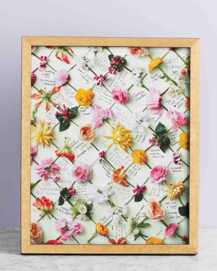 Schöne Idee für Hochzeitsgästebuch mit Blumen verziert, Botschaft oder Glückwunsch für das Ehepaar aufschreiben
