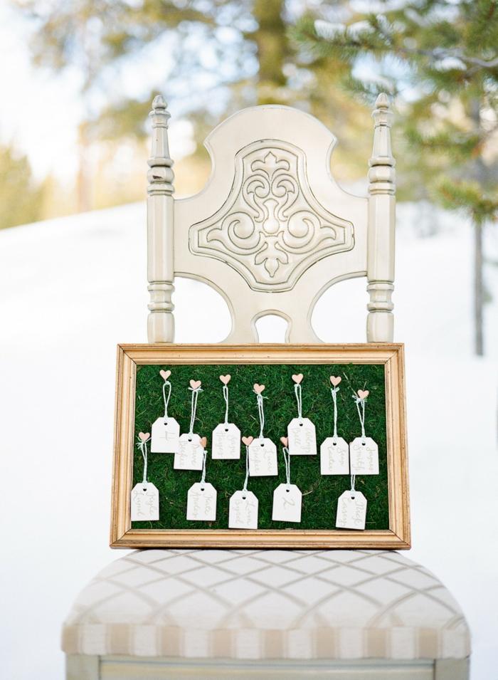 Kleine Anhänger mit Herzen befestigt, symbolische Geschenke von allen Hochzeitsgästen für das Ehepaar