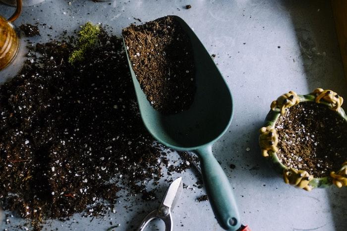 Werkzeuge zum Gärtnern und Boden - Garten- und Balkongestaltung