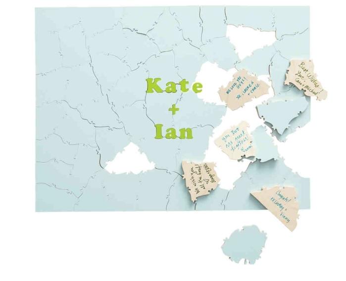 Hochzeitsgästebuch-Puzzle aus kleinen Papierstücken, auf jedes Stück Glückwunsch oder Botschaft aufschreiben