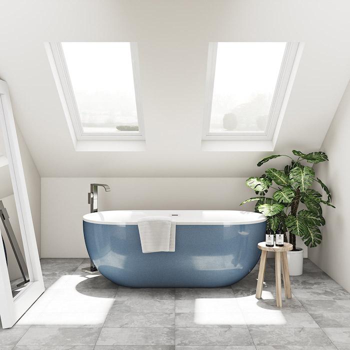 idee fpr eine ovale blaue freistehende badewanne