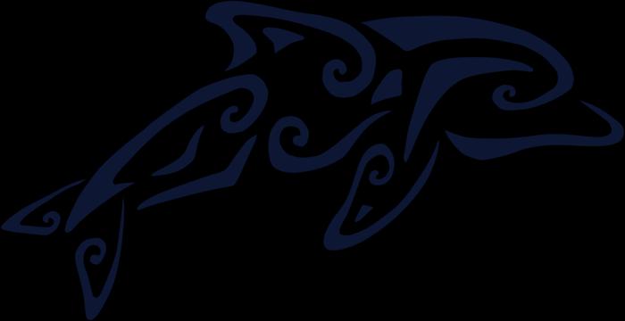 maori tattoo mit einem großen lauen delfin mit blauen augen - maori tattoo bedeutung