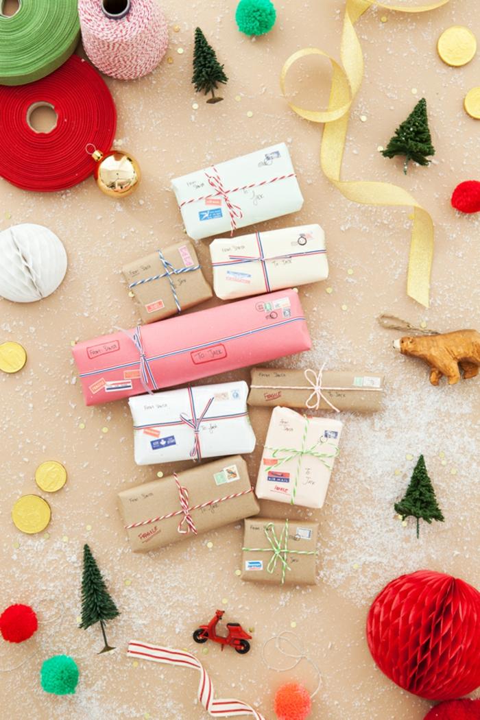 Tolle Alternative zum klassischen Adventskalender, kleine Spielzeuge mit Papier verpackt, schöne Überraschung für Kinder